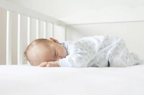 Ребенок спит на животике