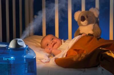 Младенец лежит в колыбельке