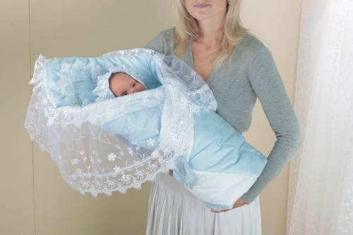 Конверт с кружевом для новорожденного