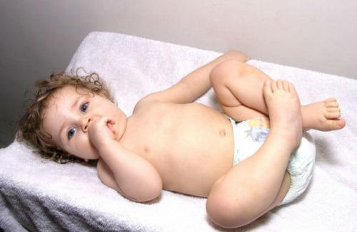 Ребенок в памперсе