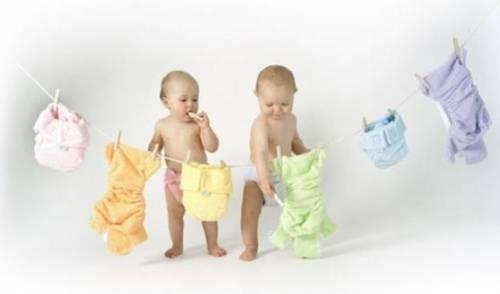 Новорожденные дети и подгузники
