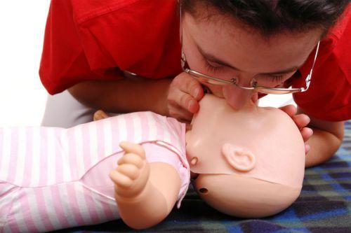 Оказание первой помощи ребенку при остановке дыхания