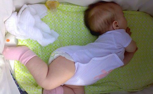 Запрокидывание головки у новорожденного