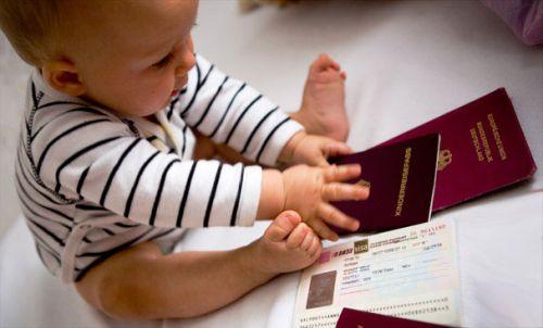 Ребенок с документами