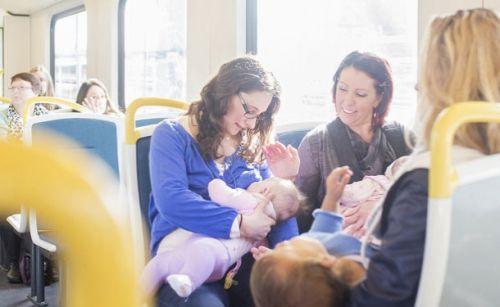 Кормление ребенка грудью в общественном месте