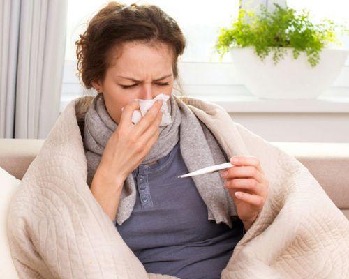 Заболевшая женщина