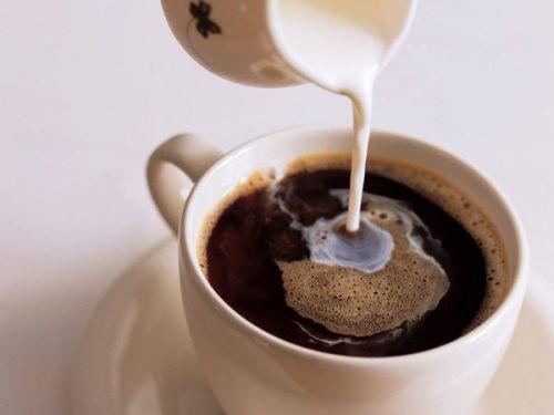 Чашка кофе с молоком