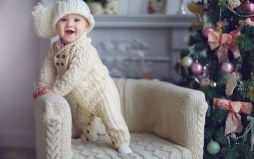 Вязанный костюмчик для младенца