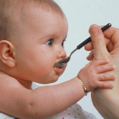 Как давать лекарство младенцу
