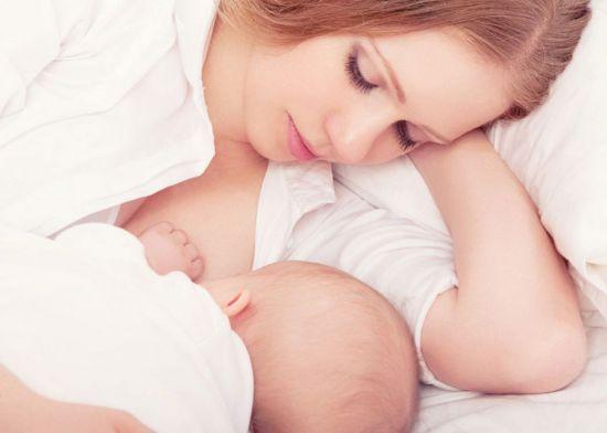 Кормление младенца