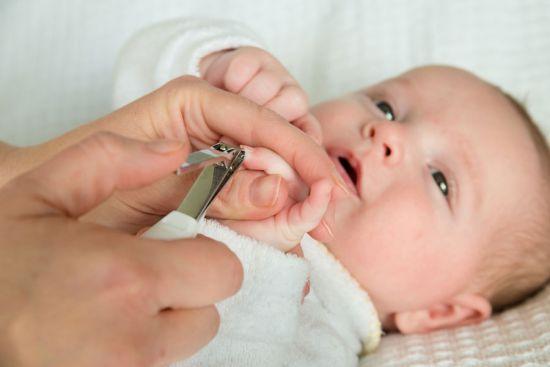 Как правильно подстричь ногти новорожденному, когда можно их обрезать