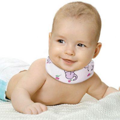 Младенец в ортопедическом воротнике