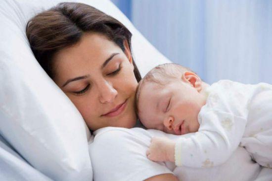 Как укладывать новорожденных на живот