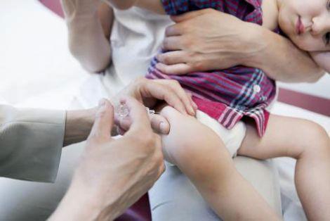 Прививка ребенку в ногу