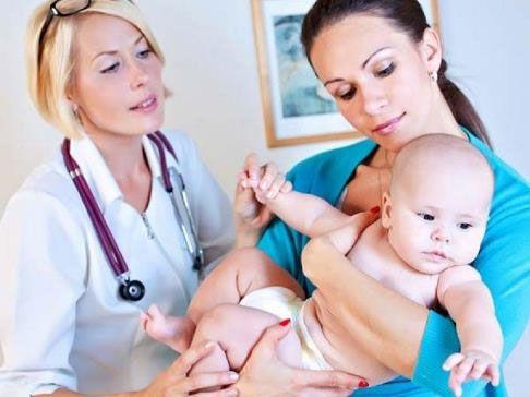 С младенцем у врача