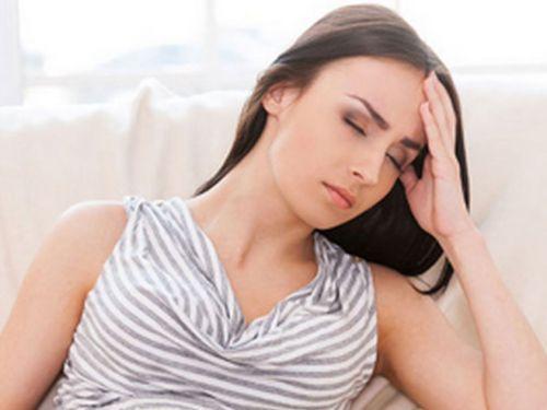 Женщина с больной головой