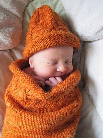 Вязаный кокон для младенца