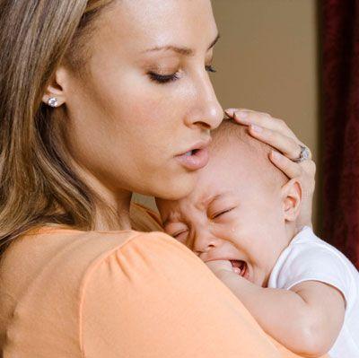 Мама и плачущий малыш