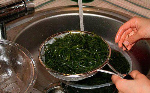 Промывание капусты под водой