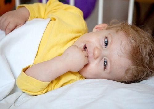 Улыбающийся младенец