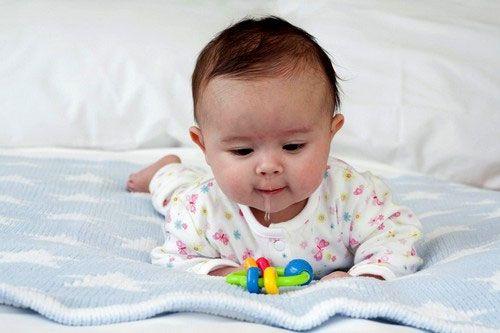Ребенок на животе