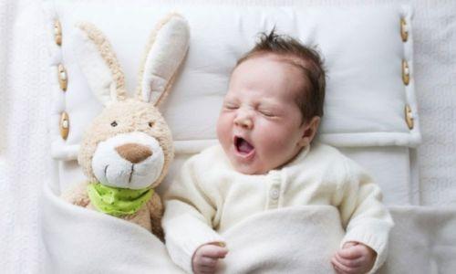 Сонный младенец