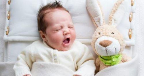 Засыпающий младенец