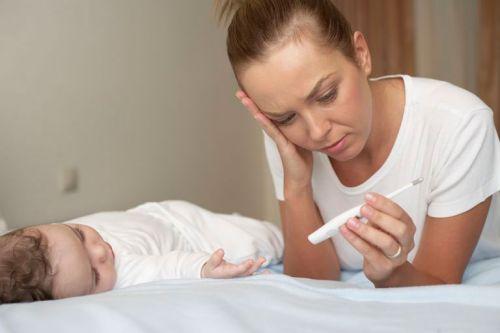 Мама с больным ребенком