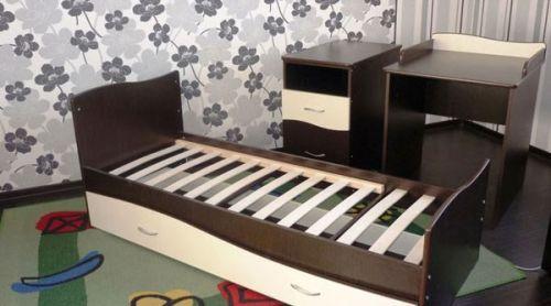 Кроватка со столиком для пеленания