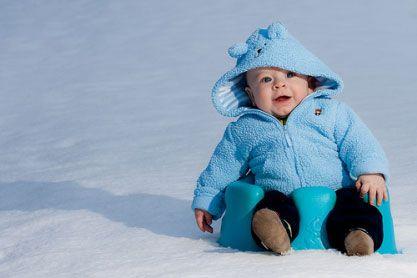Ребенок на улице зимой