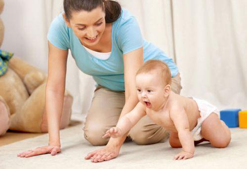 Обучение ребенка ползанию