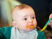 Кормление ребенка с ложки