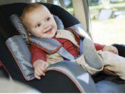 младенец в автокресле