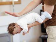 Помощь ребенку, если он подавился