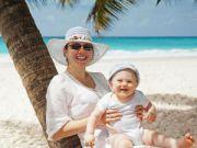 Мама с ребенком на пляже