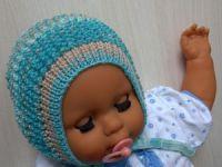 Младенец в вязаной шапочке
