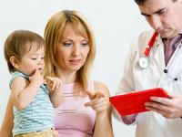 Мама с ребенком у врача