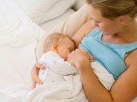 Кормление младенца грудью