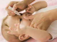 Закапывание глаз новорожденному