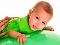 Занятия с младенцем на фитболе