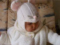 Младенец в шапочке