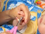 Подстригание ногтей у новорожденного