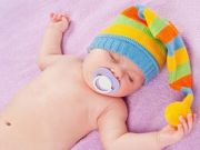 Младенец с пустышкой
