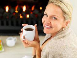 Женщина с чашкой цикория