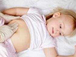 Прощупывание живота у грудничка