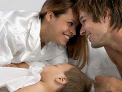 Родители с младенцем