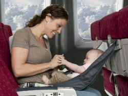 Мама с младенцем в самолете