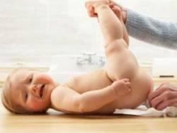 Замена памперса у новорожденного