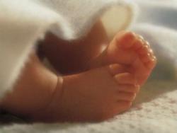 Ножки новорожденного ребенка