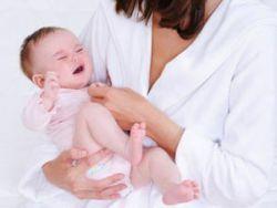 Ребенок отказывается от грудного вскармливания молоком и плачет, что делать